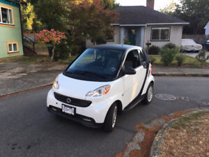 2013 Smart Fortwo white Coupe (2 door)