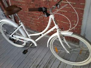 Women Everyday/Kensington Vintage  Series Comfort Bike  Like NU