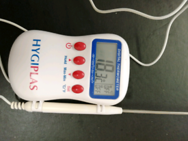 Food thermometer with a probe