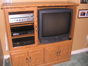 RCA Colour T.V. with Remote, Cabinet, Speakers and Components Peterborough Peterborough Area image 2