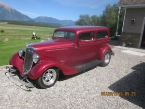 1934 ford  2dr sdn .