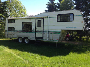 1994 25.5' Rustler RW255 Fifth Wheel