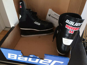 Patins de hockey Bauer Perform 66 (taille 9) West Island Greater Montréal image 1