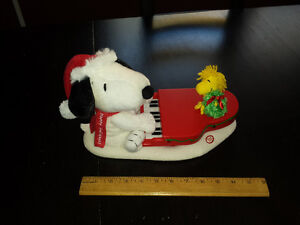 Snoopy and Woodstock Hallmark Ornament with Music and Lights