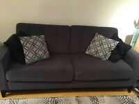 450 $  Salon sofa / causeuse / living room couch