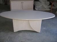 Tres belle table de salon en stratifier peux recevoir tv plasma