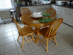 Round dining room table with 5 chairs