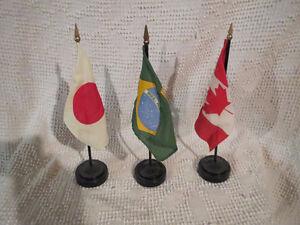 Desk Flags Brazil Japan Canada / Drapeaux Brazil Canada Japon