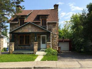 Belle maison à Loué St-Adèle près de tout! dispo 1 juillet!