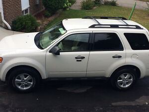 2010 FORD ESCAPE SUV, EXCELLENT CONDITION