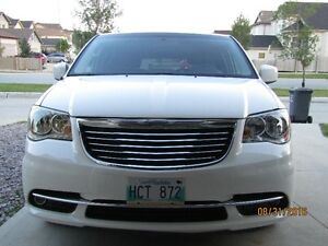 2013 Chrysler Town & Country touring 89000km Minivan, Van