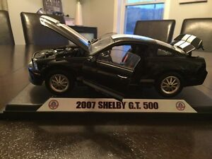 Diecast 1/18 Shelby Collectibles