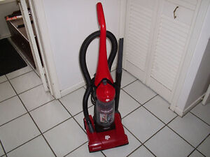 Dirt Devil Featherlite Cyclonic Bagless Upright Vacuum