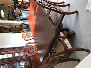 Buffet and Hutch/table 6 chairs and leaf