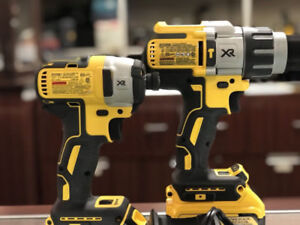 MAX XR 20V Hammer Drill and Driver Kit