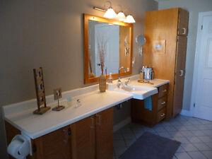 Armoires, miroir et cadre de salle de bain