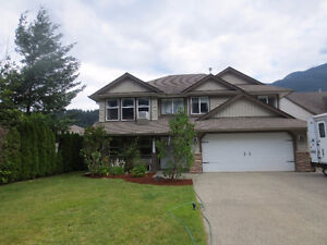 Immaculate 5 bed home on .203 acre lot!