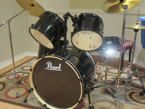 Pearl Forum acoustic drums set - Excellent condition like new