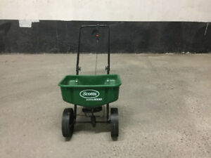 Lawn/Fertilizer spreader
