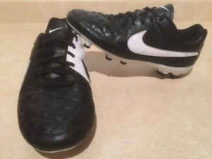 Boys Nike Tiempo Outdoor Soccer Cleats Size 5.5