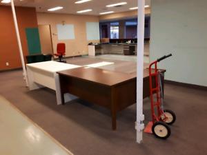 Bureaux +  meubles Urgent doit partir avant le 23 septembre