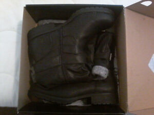 Brand new *still in box* women's Harlow boots