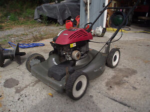 AWSOM LAWNMOWER ! SELF PROPELLED