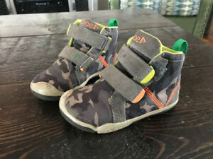 "Boys size 8 ""Plae"" High Top Shoes"