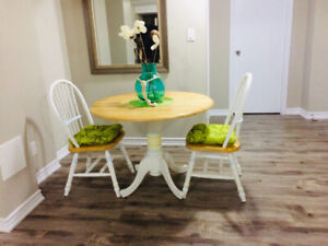 Vintage Cottage Kitchen Round Double Drop Leaf Table and Chairs