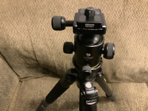 Bento M-228 N6 carbon fibre tripod with KS-1 ball head. Mint.