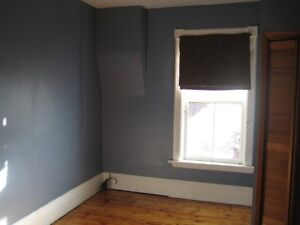 6 BDRM DOWNTOWN STUDENT HOME - $450 - ALL INCLUSIVE Peterborough Peterborough Area image 9
