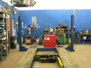 ALIGNMENT MACHINE AND HOIST ( Training included)