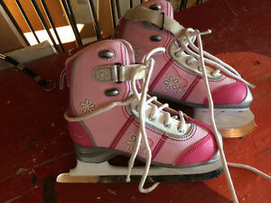 Figure skates size 1 excellent shape