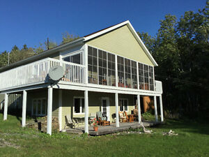 7 yr old beautiful home close to Dundee Resort with lake access