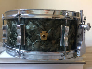 VINTAGE LUDWIG (WFL) SUPER CLASSIC SNARE DRUM