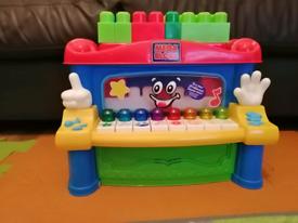 Mega Blocks Mr.Piano Build & Stack Build 4 Different Classic Children'