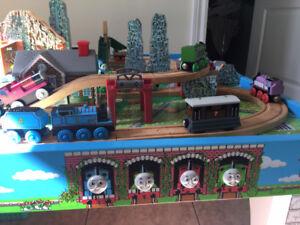 Table et nombreux accessoires Thomas le Train