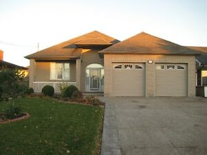 BUNGALOW HOME FOR RENT IN STONEY CREEK