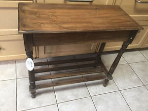 Accent Table-New Great little table! Kitchener / Waterloo Kitchener Area image 1