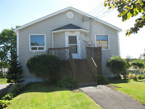 138 Albro Lake Rd, Dartmouth