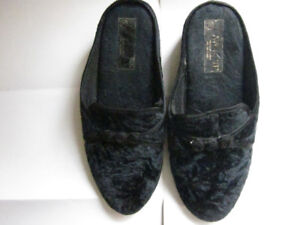"""Almost New LADIES """"BAYCREST"""" SLIPPERS – Size M - Incredible!!! -"""