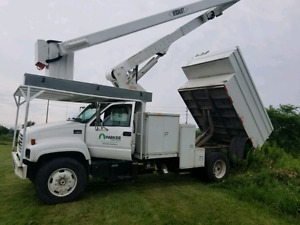 2002 GMC forestry bucket truck