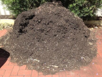 1m3 + of Black Mulch