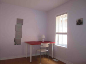 Room in minutes walk from Dundas West subway station