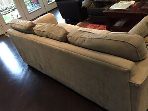COUCH @ LOVESEAT