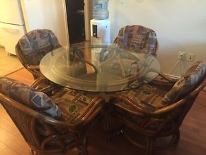 Wicker Kitchen Table Set + 4 Chairs