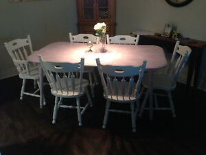 Refinished table and 6 chairs West Island Greater Montréal image 4