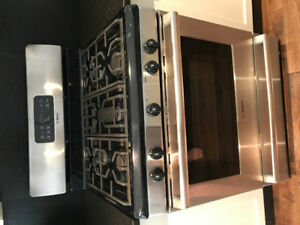 Bosch HGS5053UC Gas Convection Range