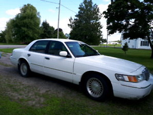 FOR SALE 2002 Grand Marquis