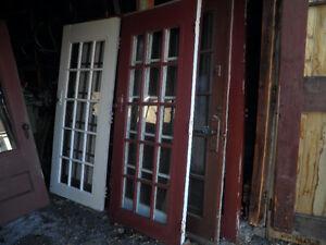 Portes extérieurs en bois